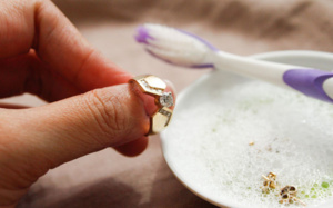 Как чистить изделия с камнями? Советы практика
