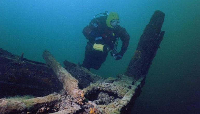 На дне Черного моря нашли древний корабль
