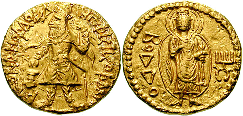 В Индии археологи откопали большое количество древнейших монет