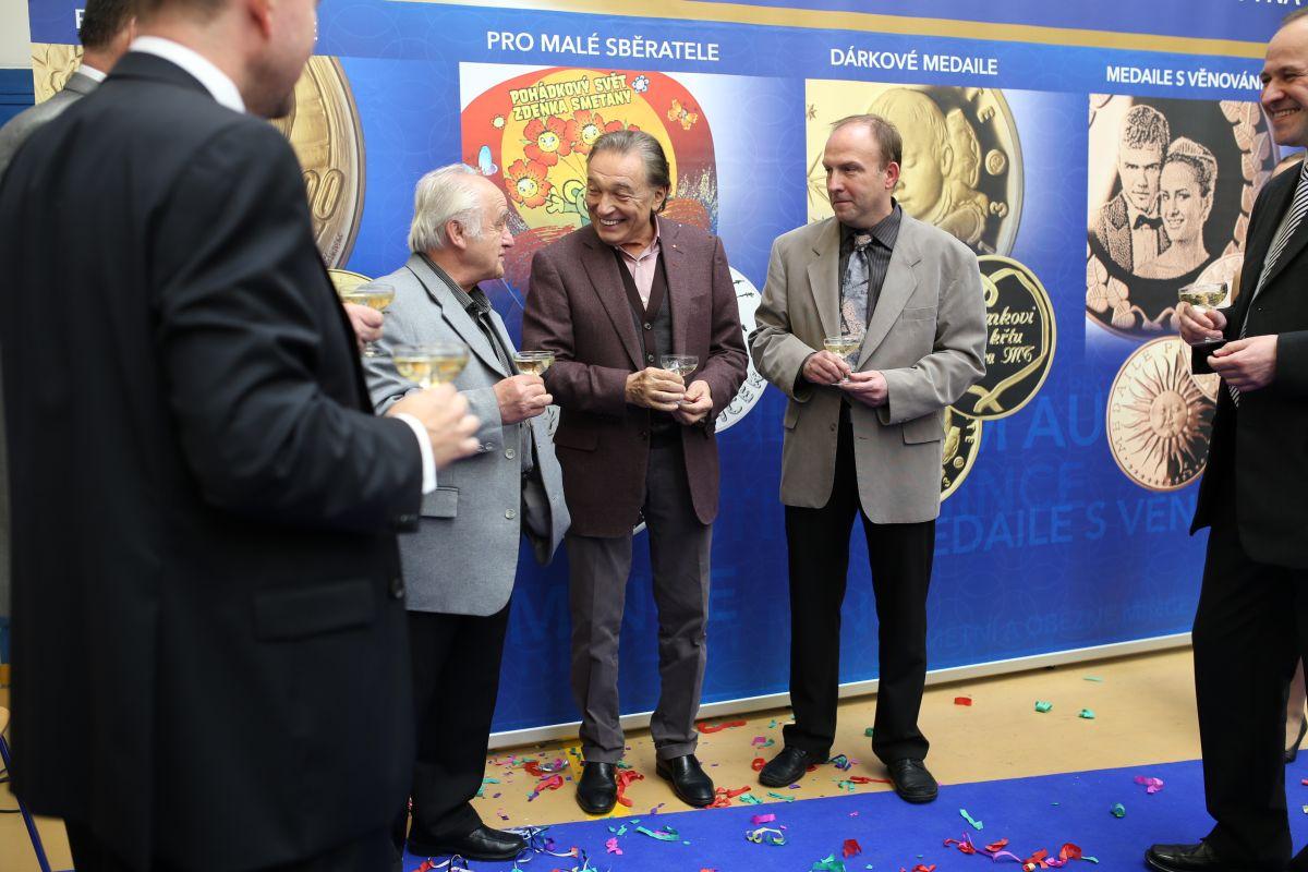 Выпуск памятных медалей к 75-летию Карла Готта