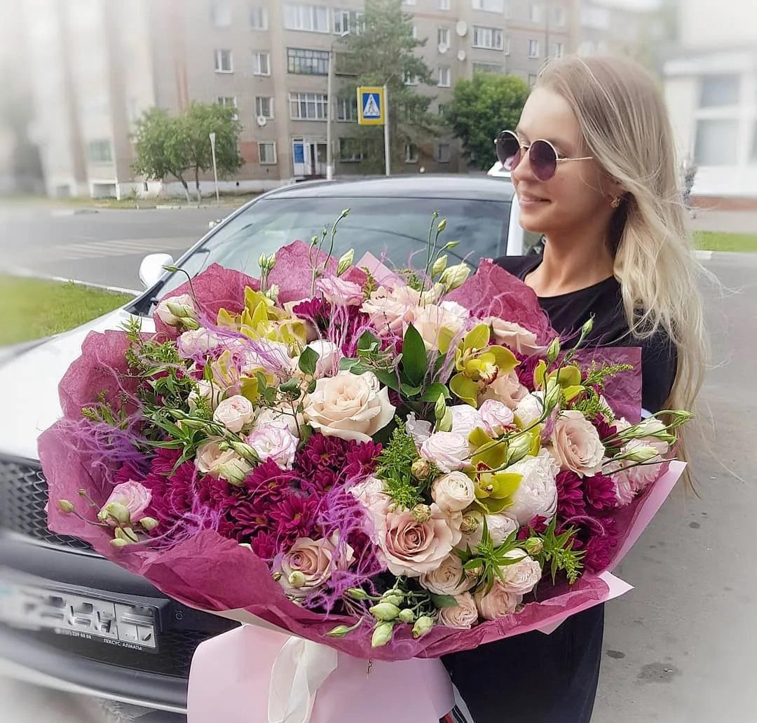 https://www.6665666.ru/assortment/besplatnaya-dostavka-cvetov-v-spb-deshevo/